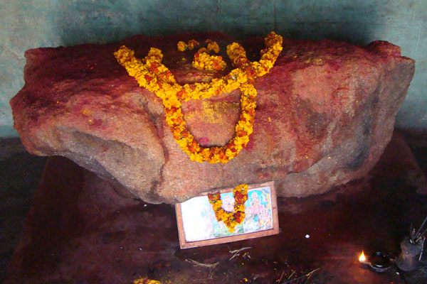 Putta Sheela temple in Nagalamaduku